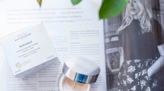 ESTHEDERM photo produit, Crème Radiance 50ml, illuminateur détoxifiant, hydrate, traite les signes de fatigue et de l'âge