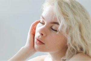 Esthederm photo, Femme, Institut Esthederm, fait en France, soins professionnels, peau radiante et jeune, Esthederm Canada
